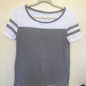 White and Grey T-shirt size XS
